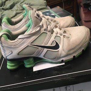 Size 6 Nike Shox